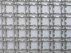 Two galvanized wires are weaved with two galvanized wires.